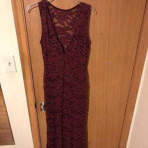 Dresses & Skirts - Windsor long maroon dress